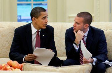 Storytelling-Tipps Barack_Obama_and_Jon_Favreau